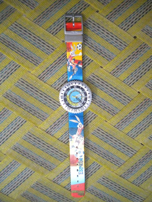 Funnying: Swatch Flik Flak Fifa World Cup Spain, 1982 The watch shows the time 2:22:16. The lower wristband says 'Looney Toons Active!' and 'Espana', and the wrist bands show Bugs