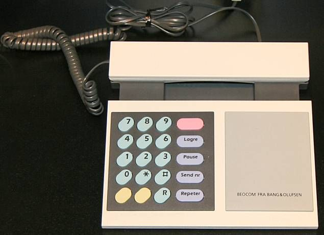 The BeoCom 1000 corded analogue telephone used visual aesthetics to differentiate itself from and compete against popular telephones like the Western Electric Model 2500.